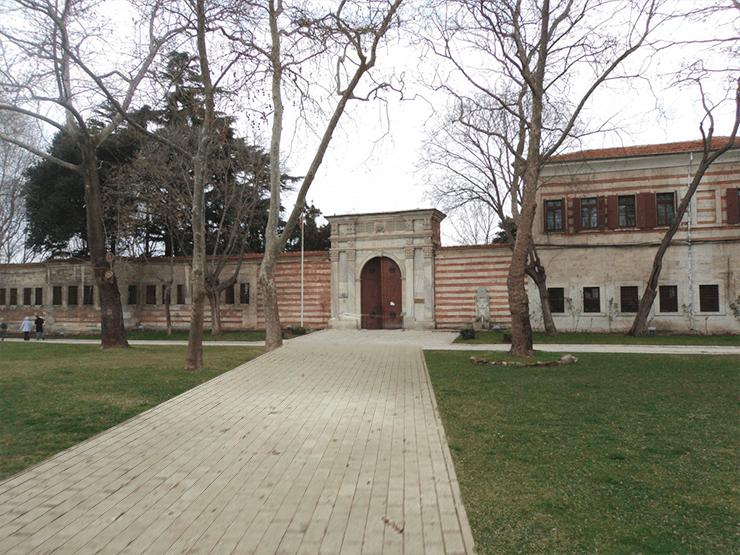 Фото первого двора Топкапы