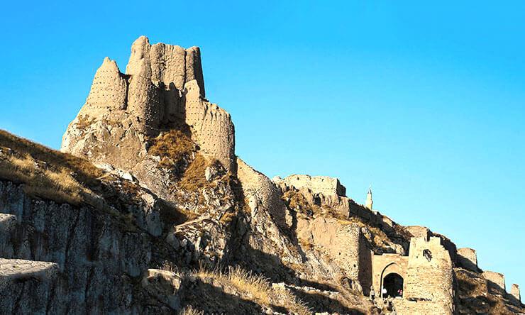 Монастырь у подножья горы Арарат