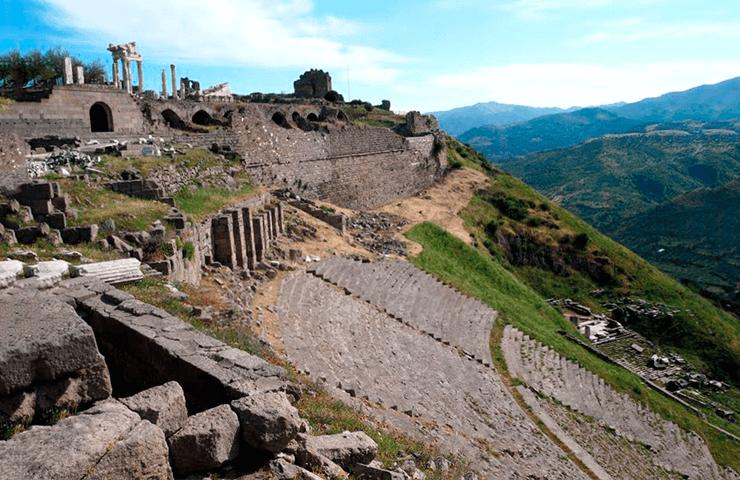 Фото амфитеатра в Пергамоне