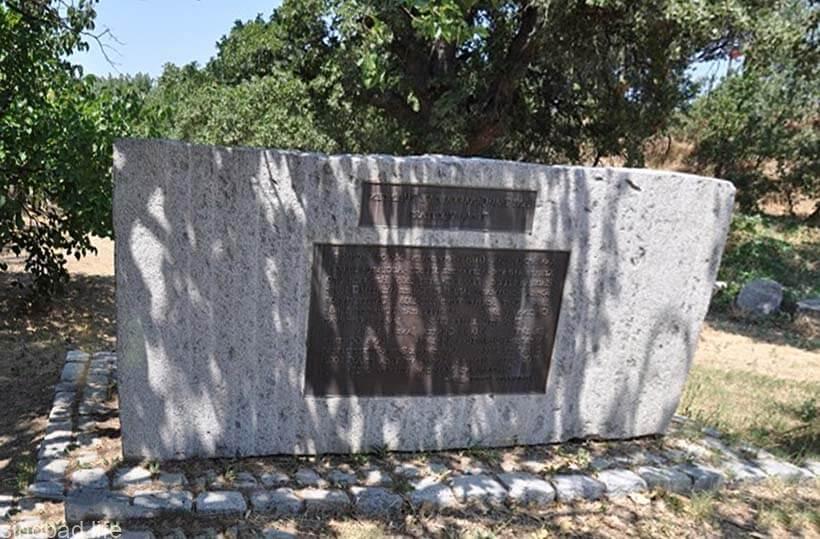 Фото вечного троянского камня