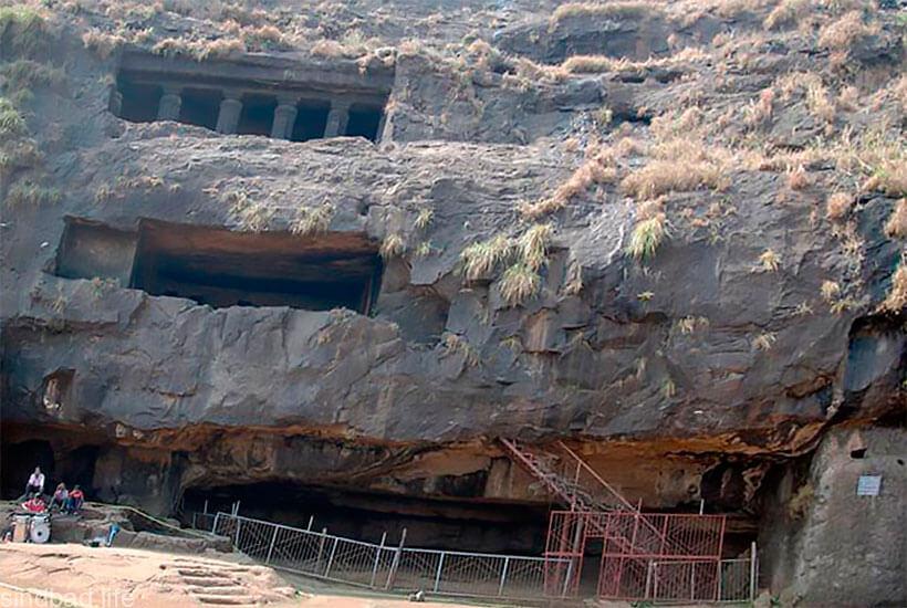 буддистский пещерный храм Карли