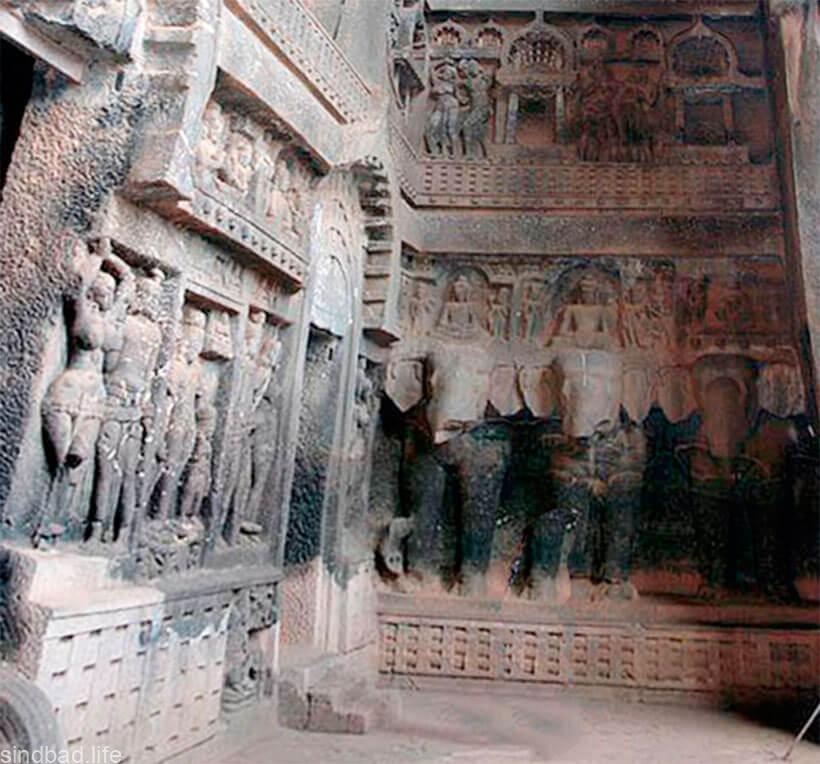 Фото пещерного буддистского храмf Карли