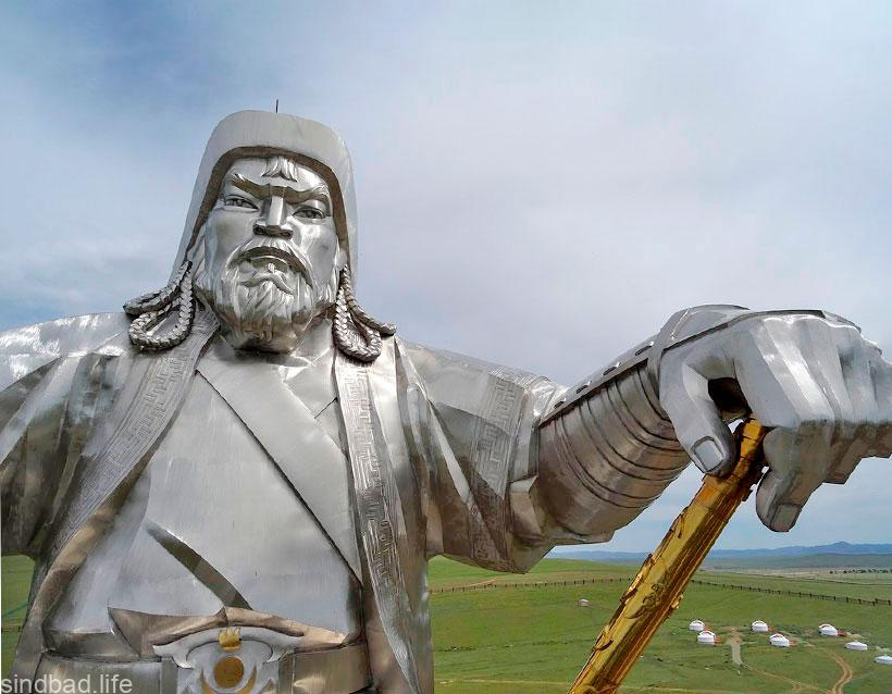Конная статуя Чингисхана фото